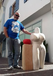 Petar Hranuelli i Venera sa jabukom, javna skulptura, Silandro (Italija)